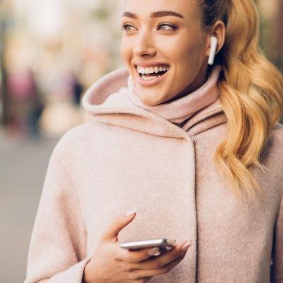 Jóvenes con pérdida auditiva por uso prolongado de auriculares